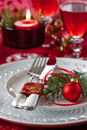 table setting at christmas
